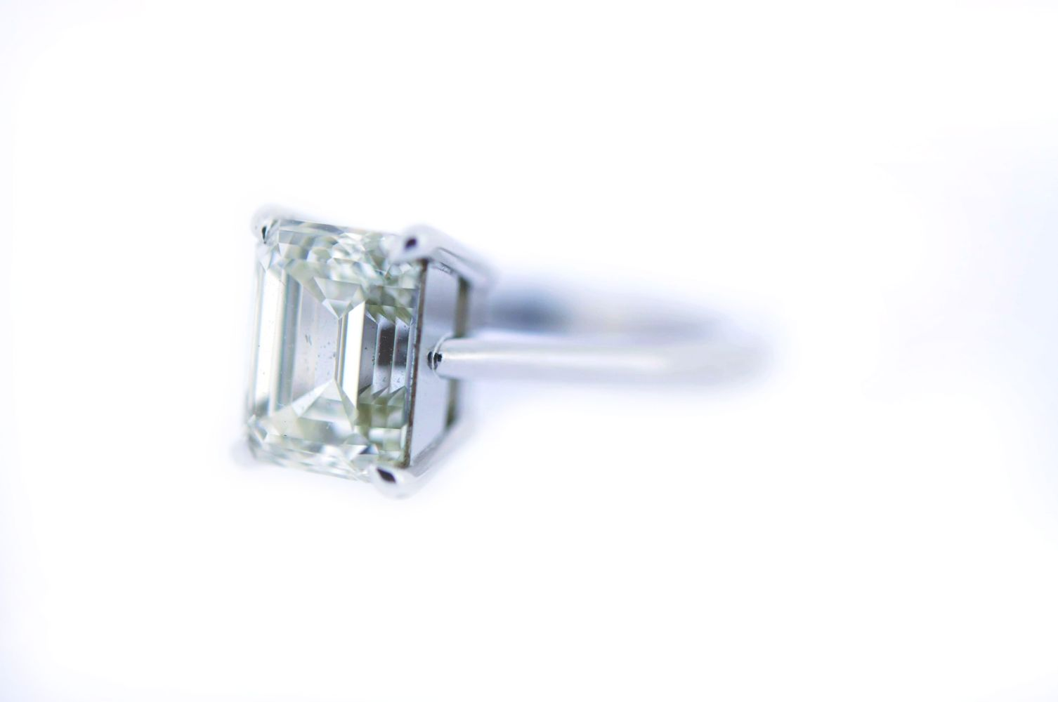 #17 Diamond Solitaire, Emerald Cut, 5 ct | Diamant-Solitär, Emerald Cut, 5 ct Image
