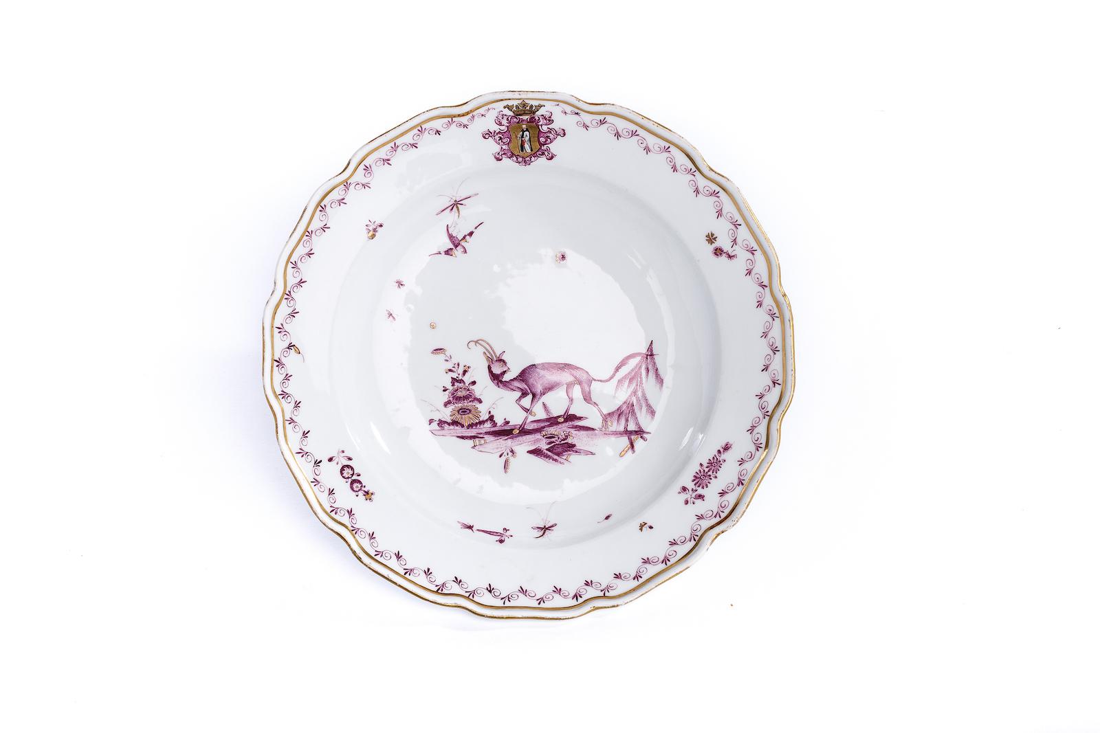 #14 Kleiner Teller, Adam Friedrich Löwenfinck, Meissen 1745 | A plate with a mythical creature, style by A. F. Löwenfinck, crossed swords mark, Meissen c. 1745 Image