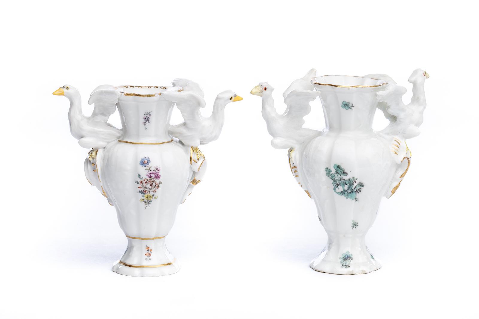 #186 2 kleine Porzellan Vasen, Meissen 1750 | 2 small porcelain vases, Meissen 1750 Image