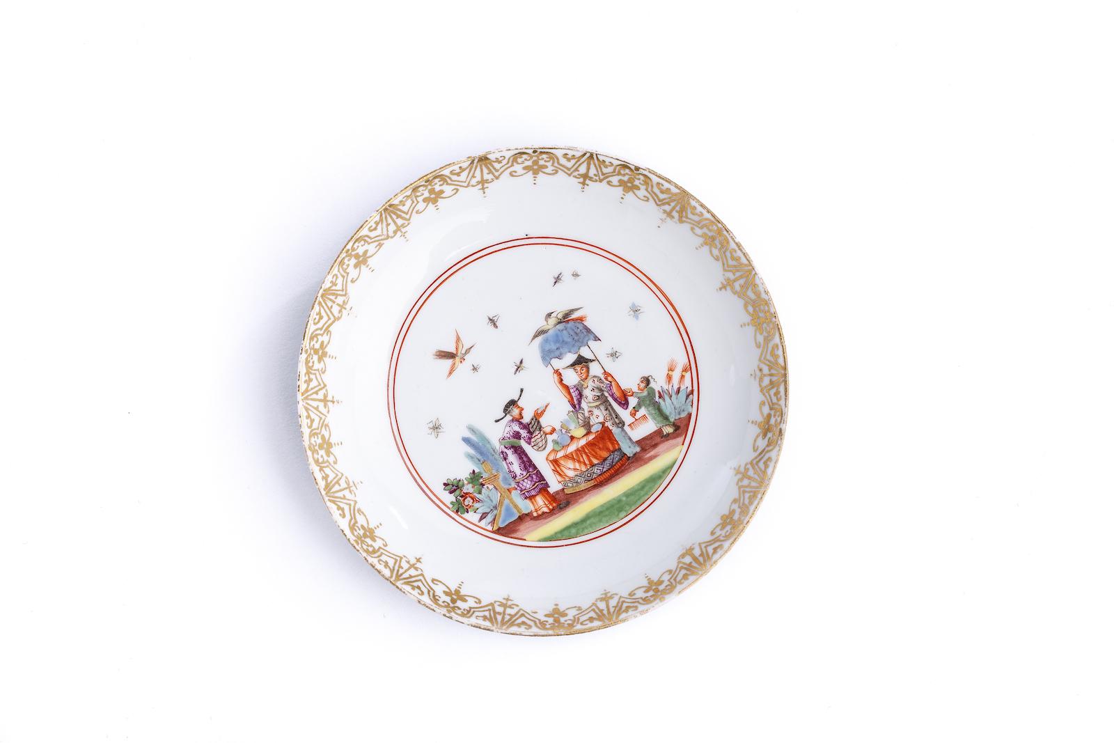 #26 Kleine Unterschale, Meissen 1730/35 | A plate decorated with a Image