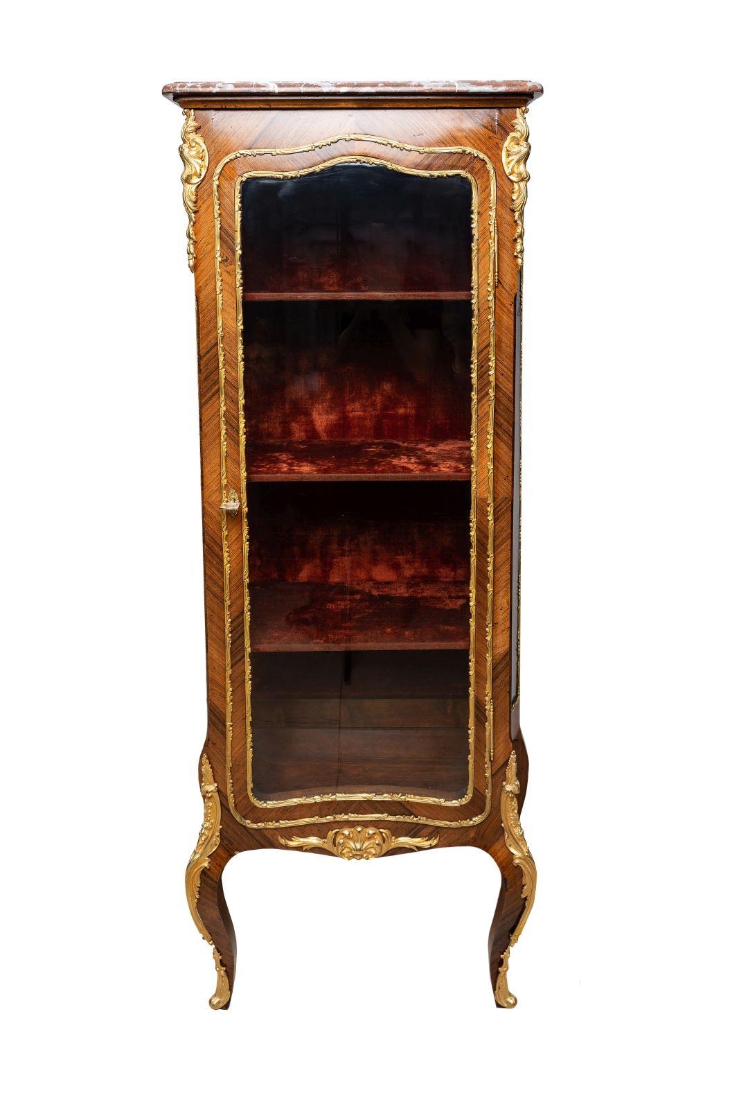 #106 Glass cabinet in Louis XV style   Glas Vitrine im Louis XV Stil Image