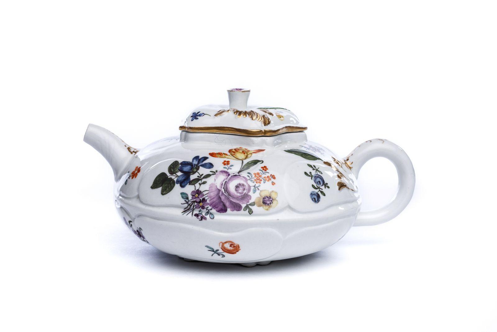"#36 Rare large tea pot ""Flower painting"" Meissen 1740 | Seltene große Teekanne ""Blumenmalerei"" Meissen 1740 Image"