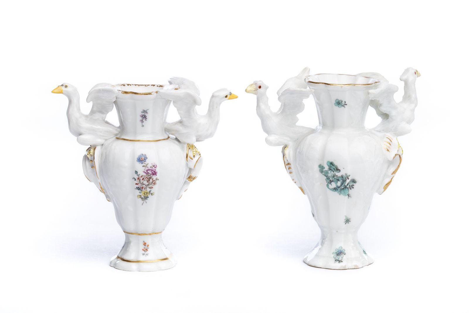 #37 2 small porcelain vases, Meissen 1750 | 2 kleine Porzellan Vasen, Meissen 1750 Image