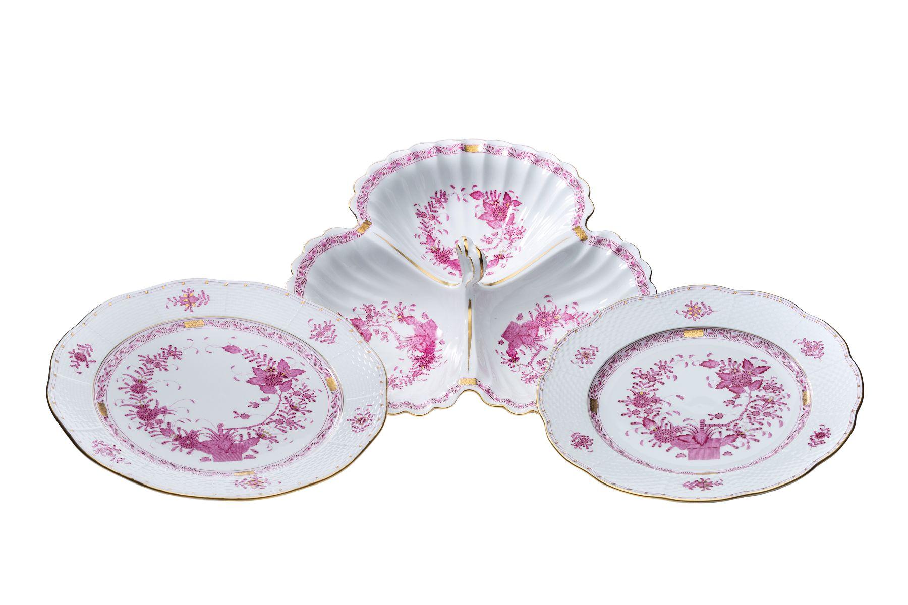#159 Three piece master bowl and 2 original dishes   Dreiteilige Vorlagenschüssel und 2 Vorlagenteller    Image
