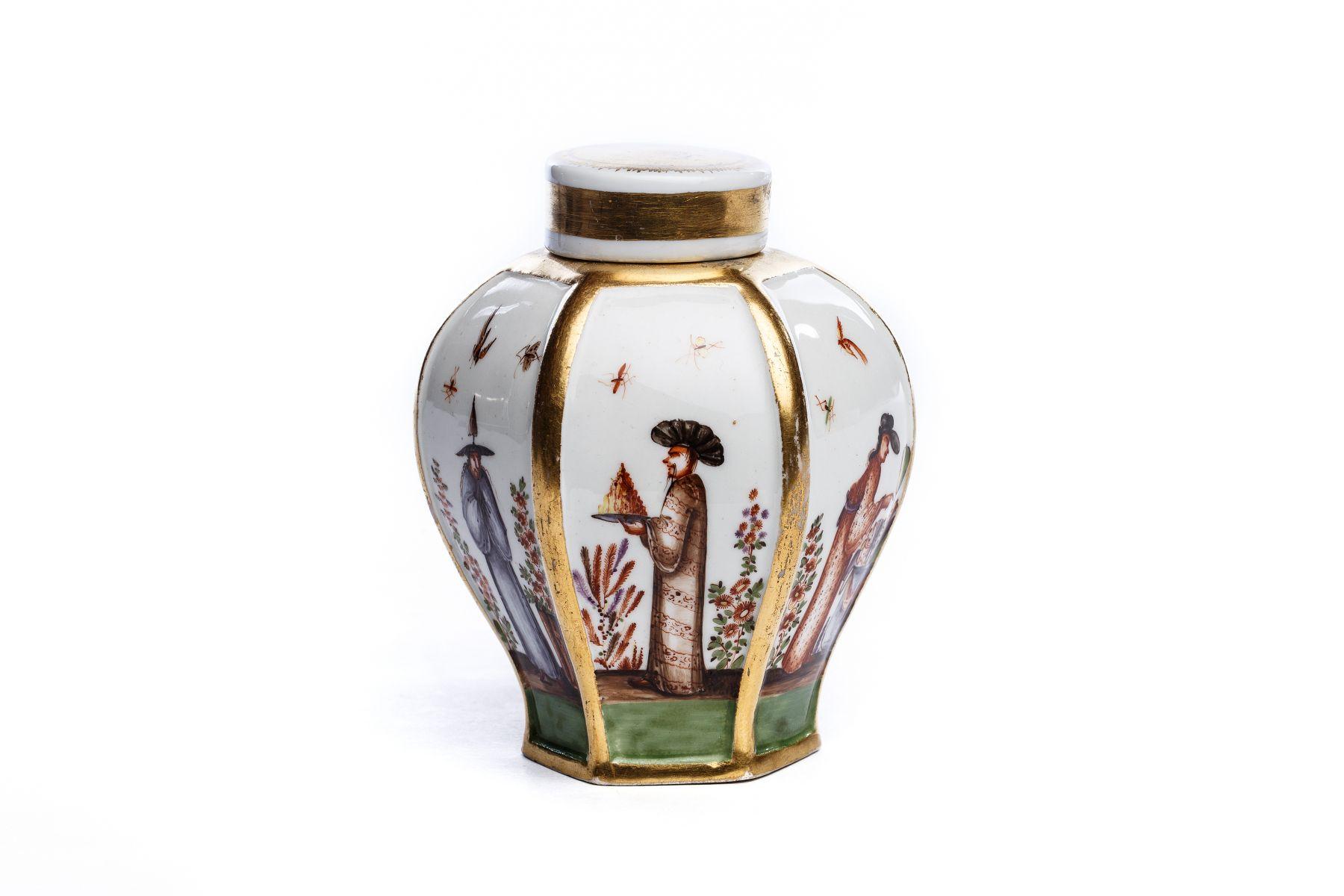 #53 Tea tin with chinoiserie, Meissen 1725/28 | Teedose mit Chinoiserie Szenen, Meissen 1725/28 Image