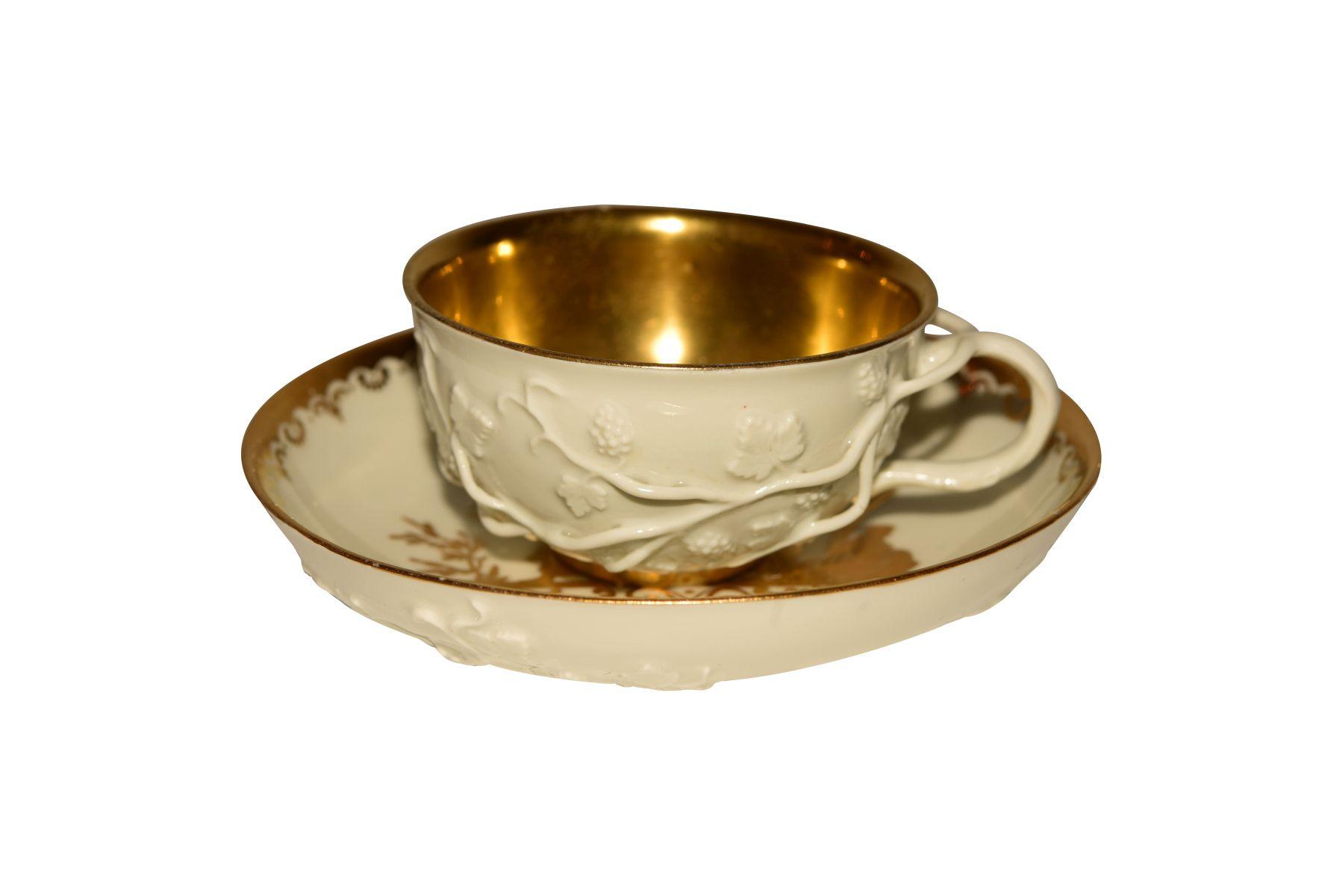#75 Tea cup with lower bowl Meissen | Teetasse mit Unterschale Meissen Image