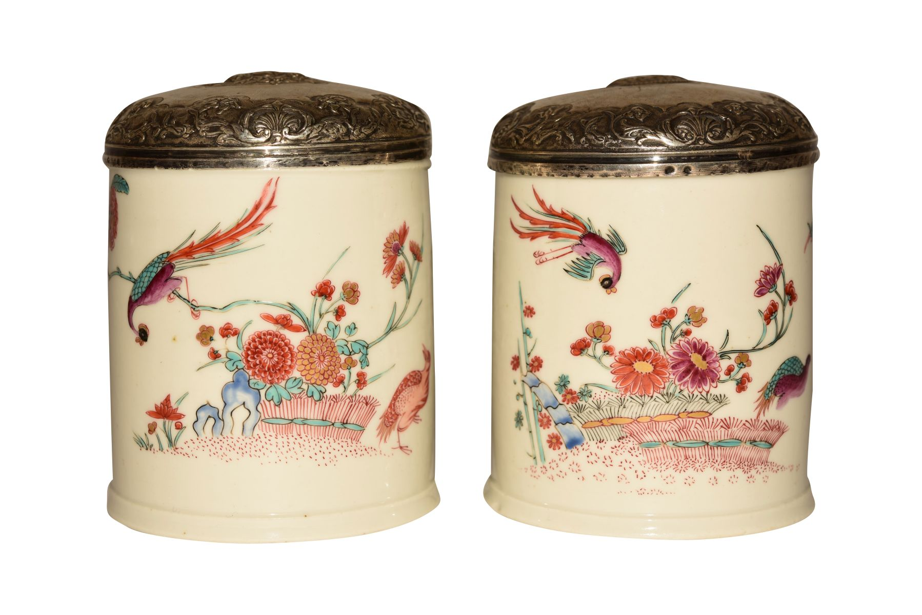 #77 2 porcelain boxes with silver-plated lids | 2 Porzellandosen mit versilbertem Deckel Image