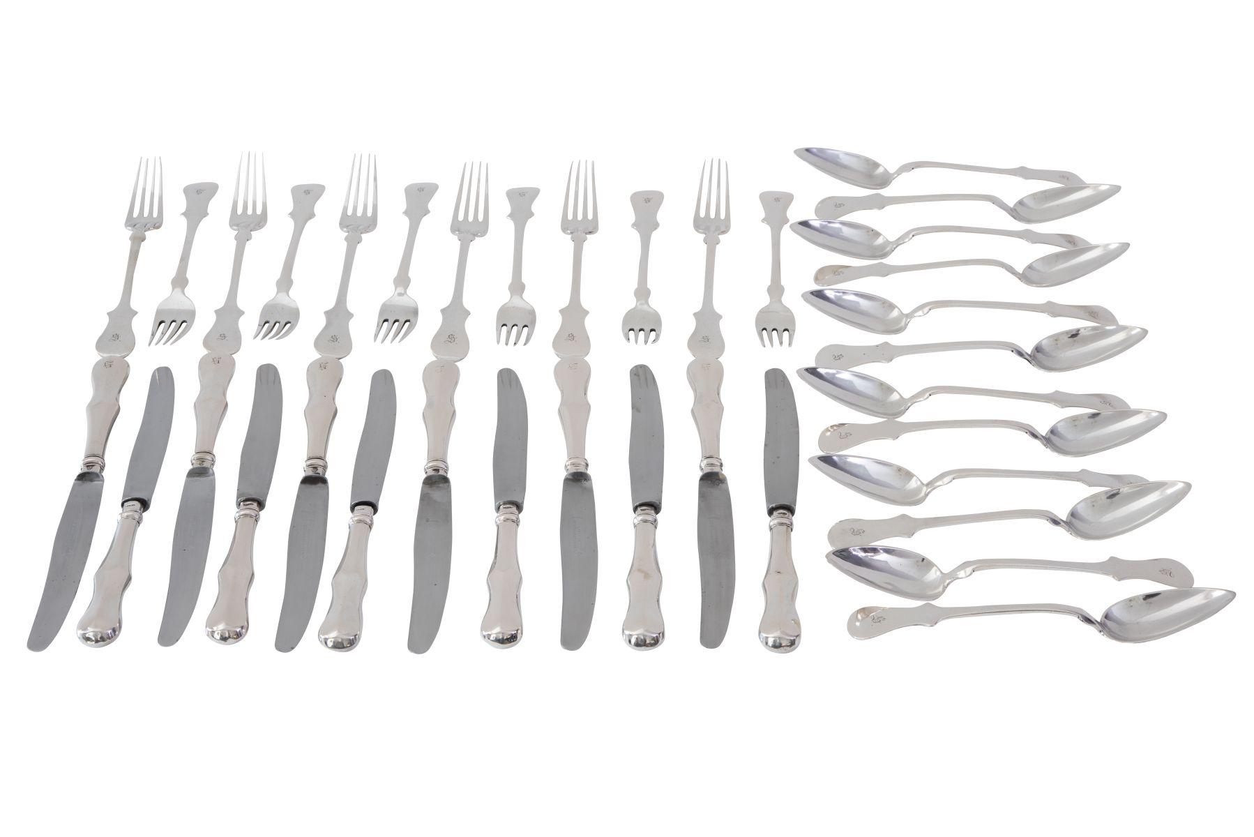 #101 36 piece silver cutlery Image
