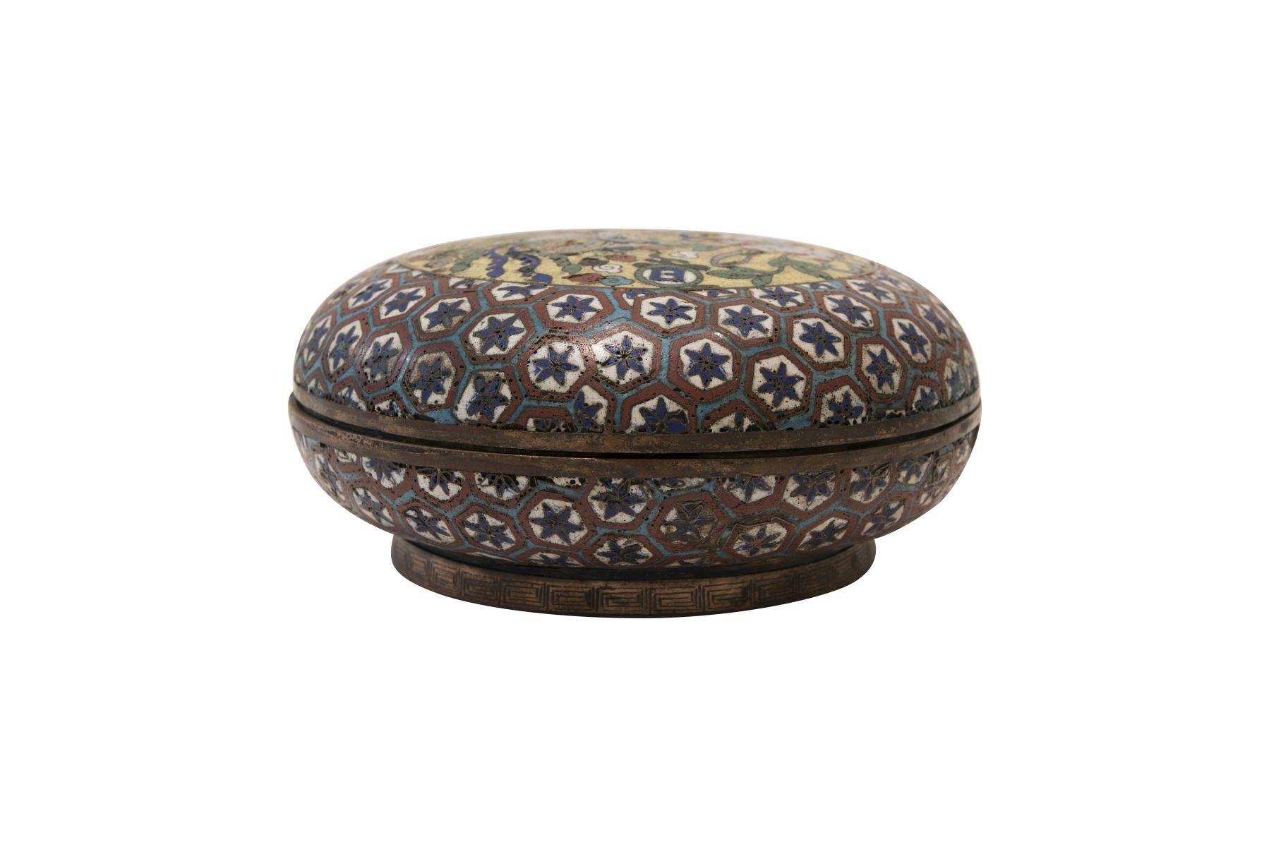 #17 Cloisonné jar. | Cloisonné-Dose. Image