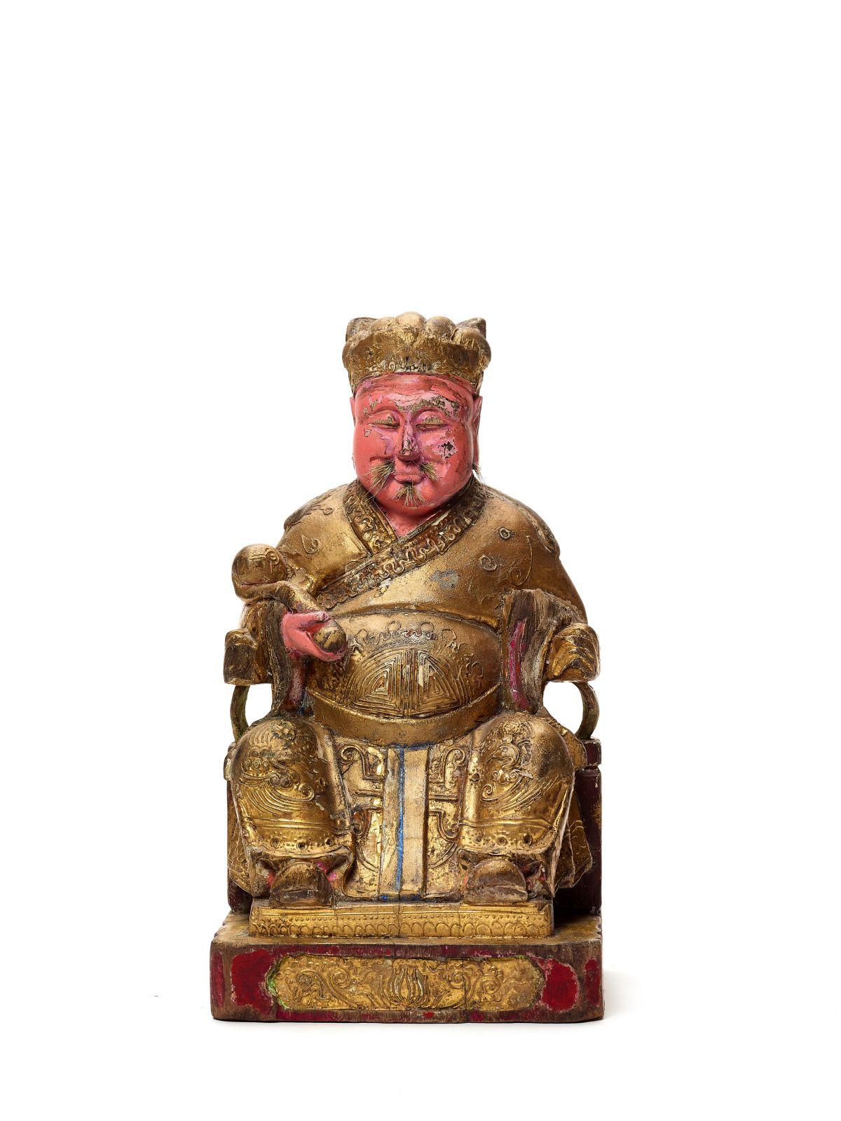 #176 A polycrome lacquered and gilt wood figure of GUANDI, 17th - 18 th century | Eine polykrom lackierte und vergoldete Holzfigur von GUANDI, 17. - 18. Jahrhundert Image