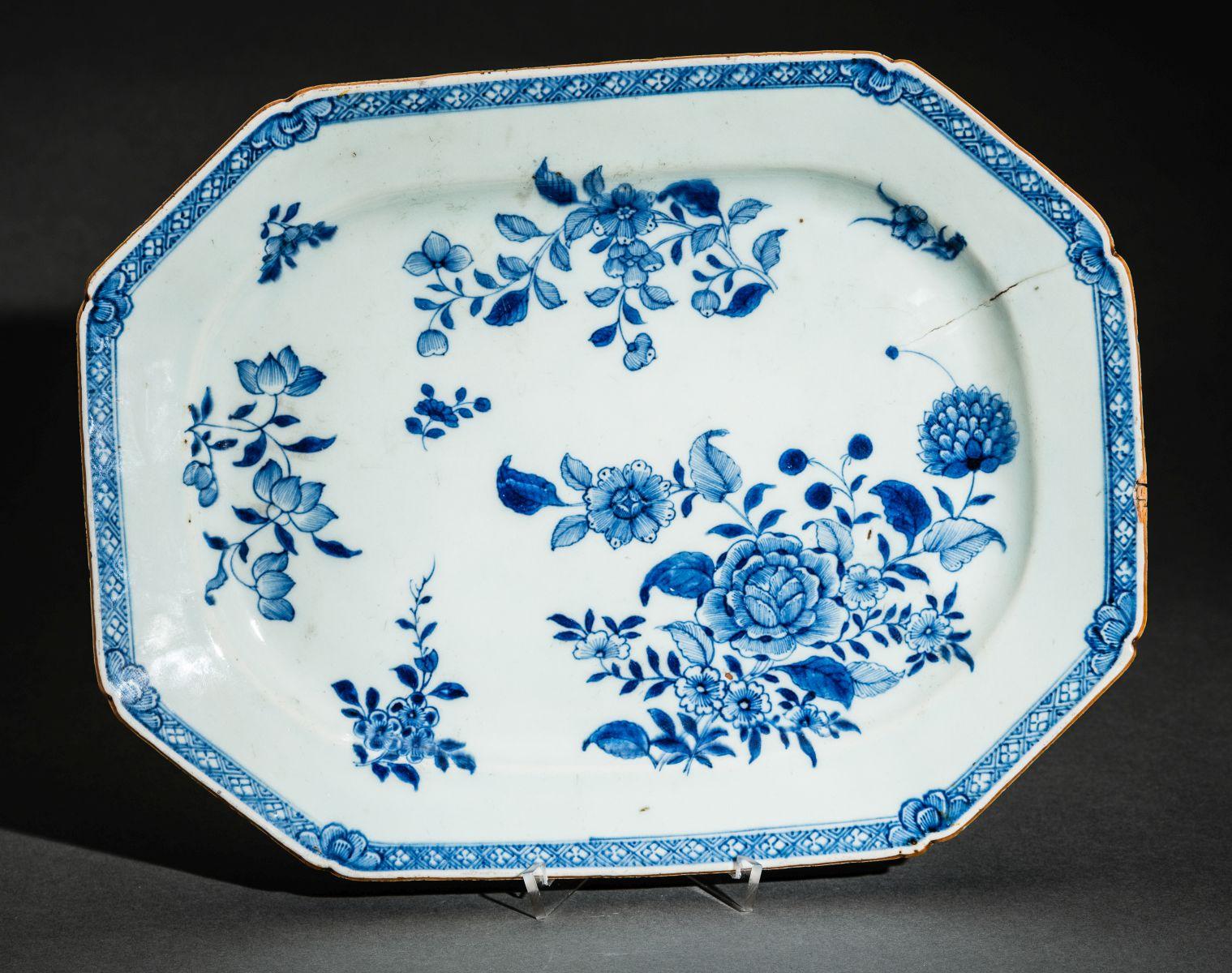 #180 Porcelain China, Qing dynasty (1644-1912), 18th century   Porzellan China, Qing-Dynastie (1644-1912), 18. Jahrhundert Image