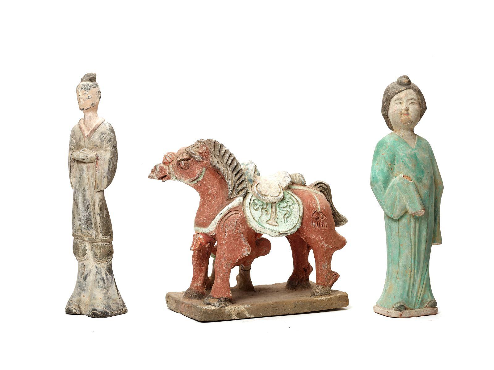 #185 Three Chinese Tang-Style terracotta figures, late Qing Dynasty | Drei chinesische Terrakotta-Figuren im Tang-Stil aus der späten Qing-Dynastie Image