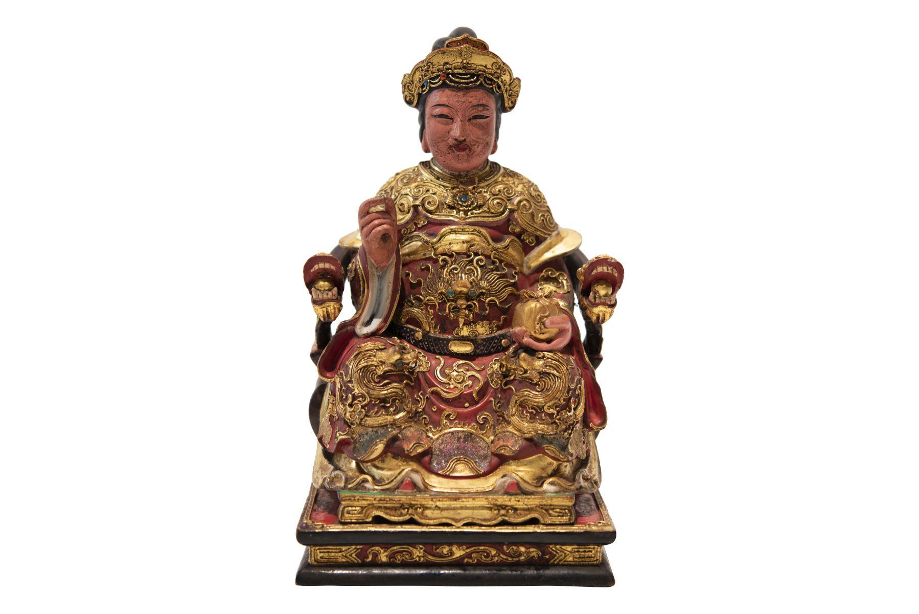 #24 A polycrom varnished and gilded wooden figure by Guandi, | Eine polycrom lackierte und vergoldete Holzfigur von Guandi Image