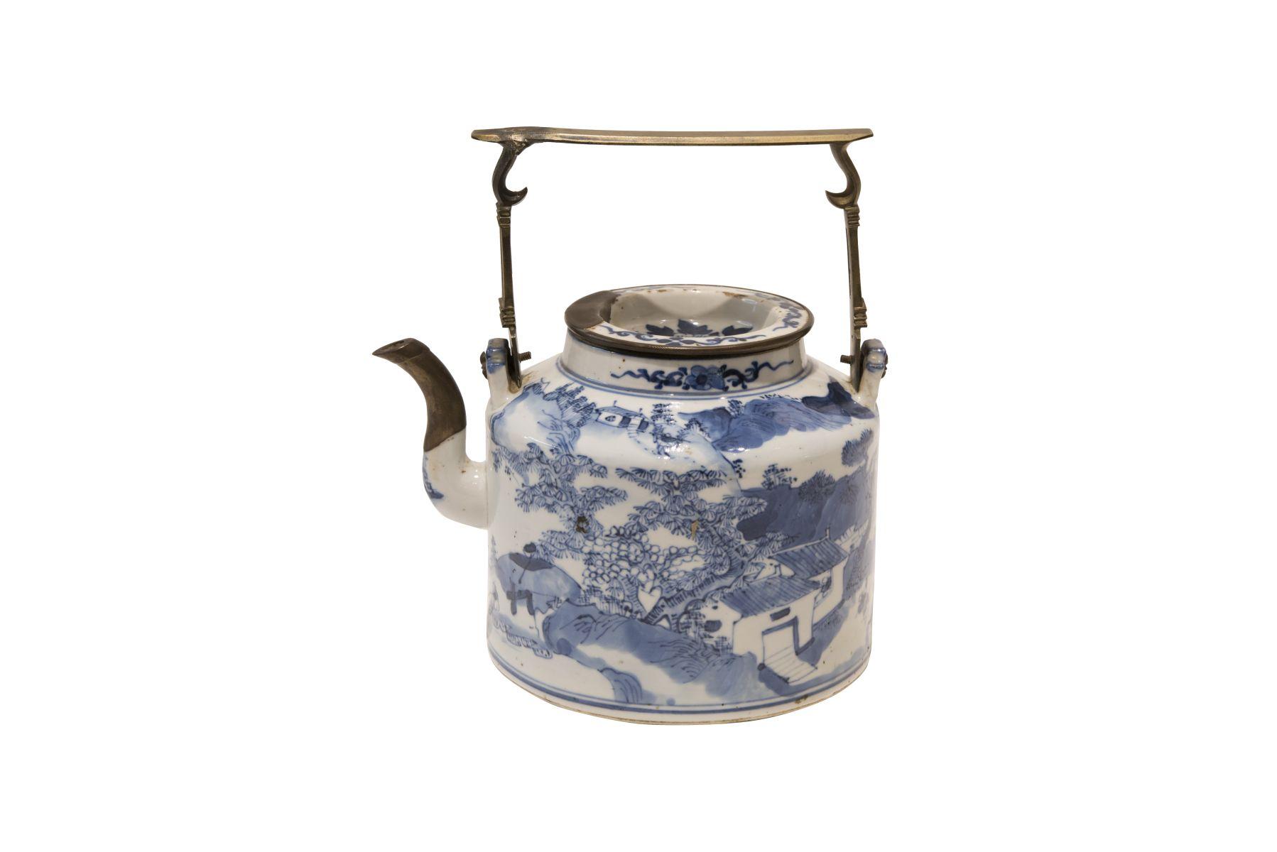 #35 Bon China teapot blue and white | Blau-weiße Teekanne Image