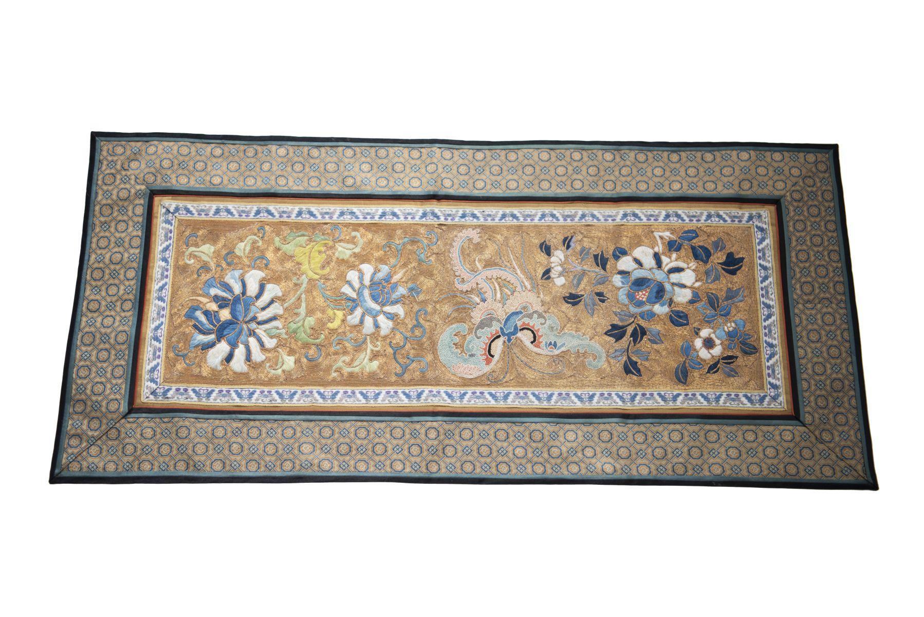 #7 Small tablecloth made of silk | Kleiner Tischläufer aus Seide Image