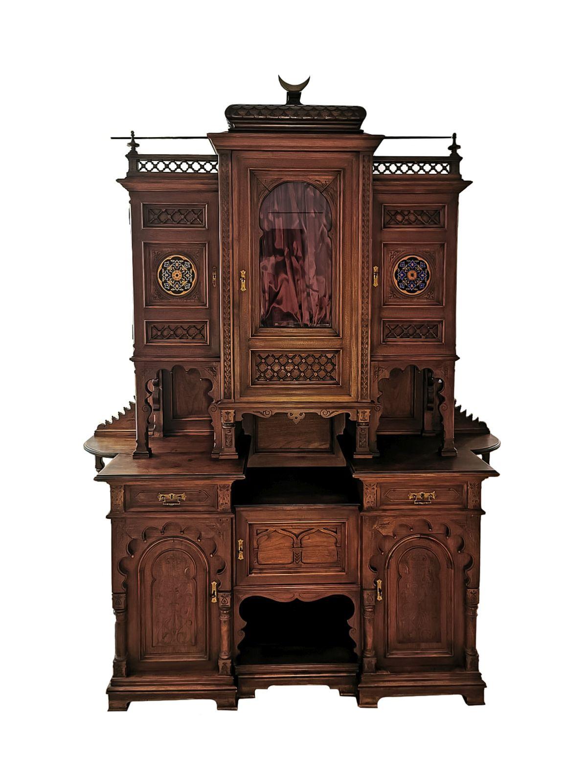 #164 Magnificent salon cabinet in oriental style | Prächtiger Salonschrank im Orientalischem Stil Image