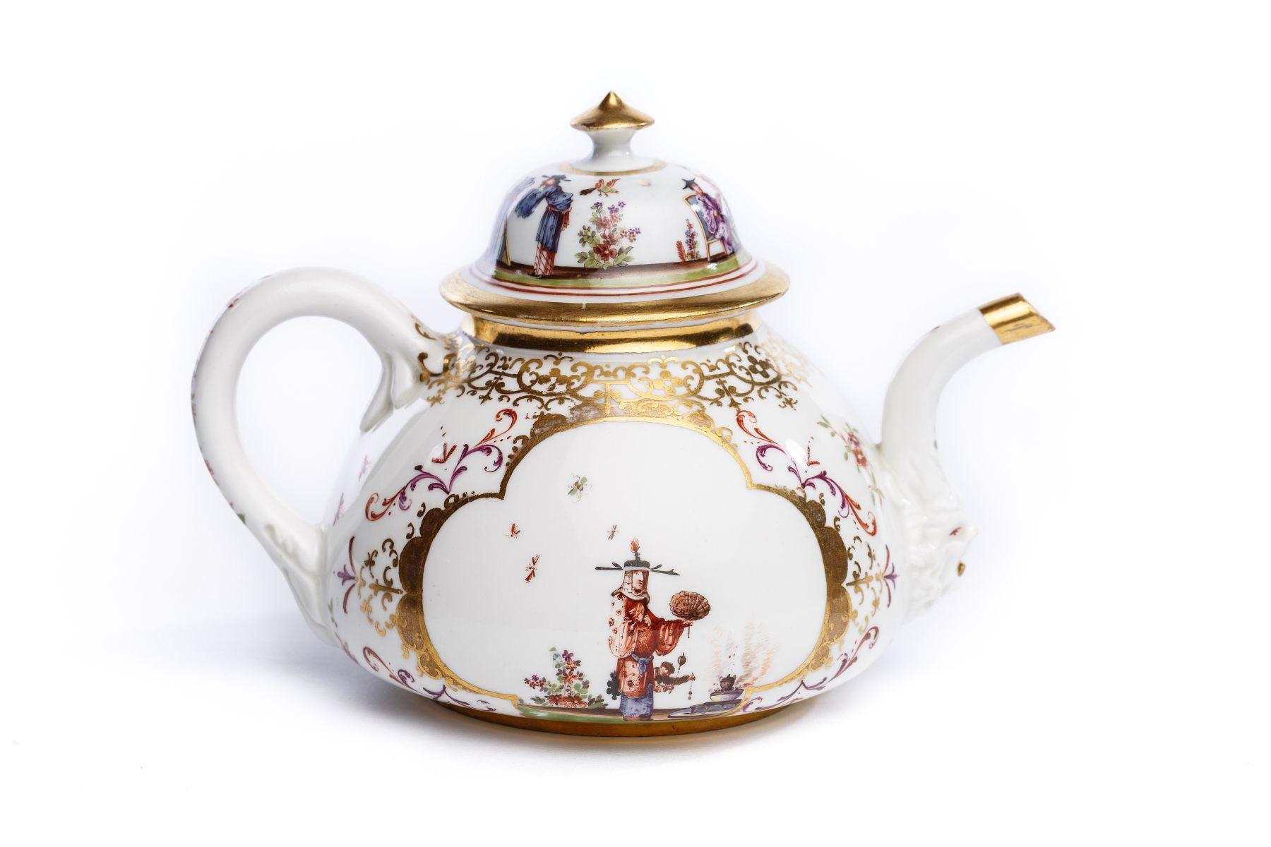 #33 Teapot, Meissen 1723/24   Teekanne, Meissen 1723/24 Image