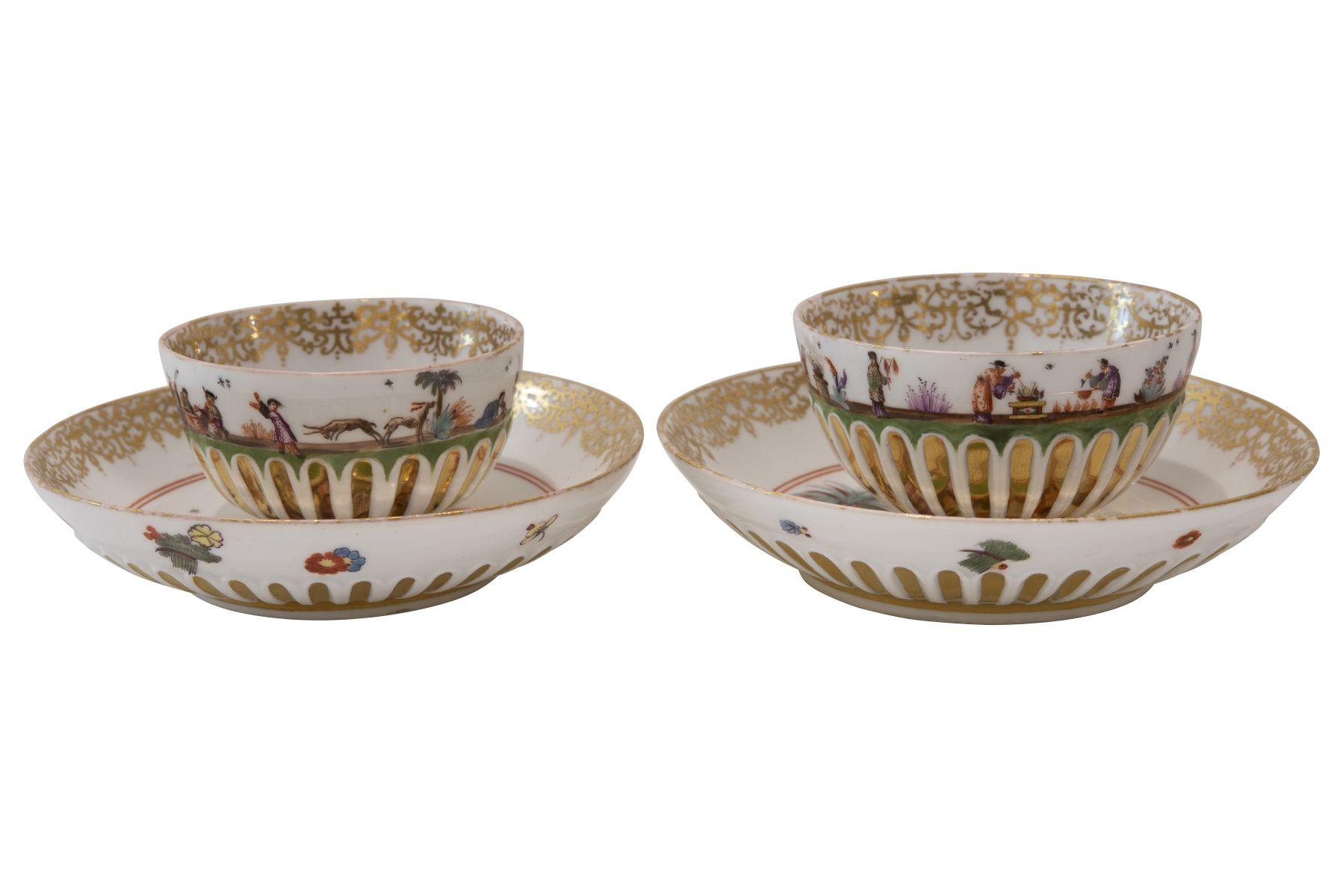 #102 2 small bowls with saucer Meissen around 1735   2 Koppchen mit Untertasse Meissen um 1735 Image