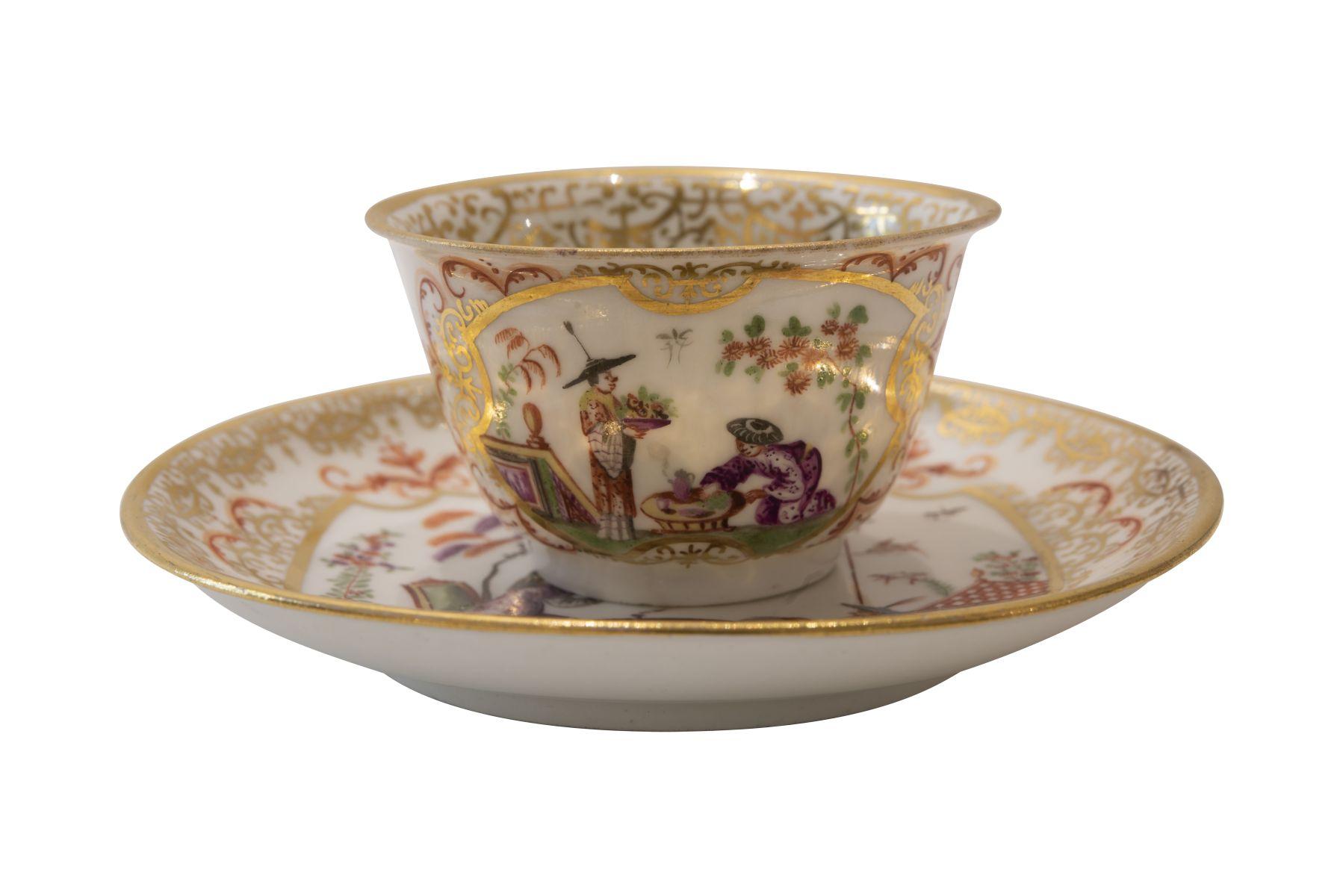 #103 Small cup with lower bowl, Meissen around 1720/30 | Koppchen mit Unterschale, Meissen um 1720/30 ohne Marke Image
