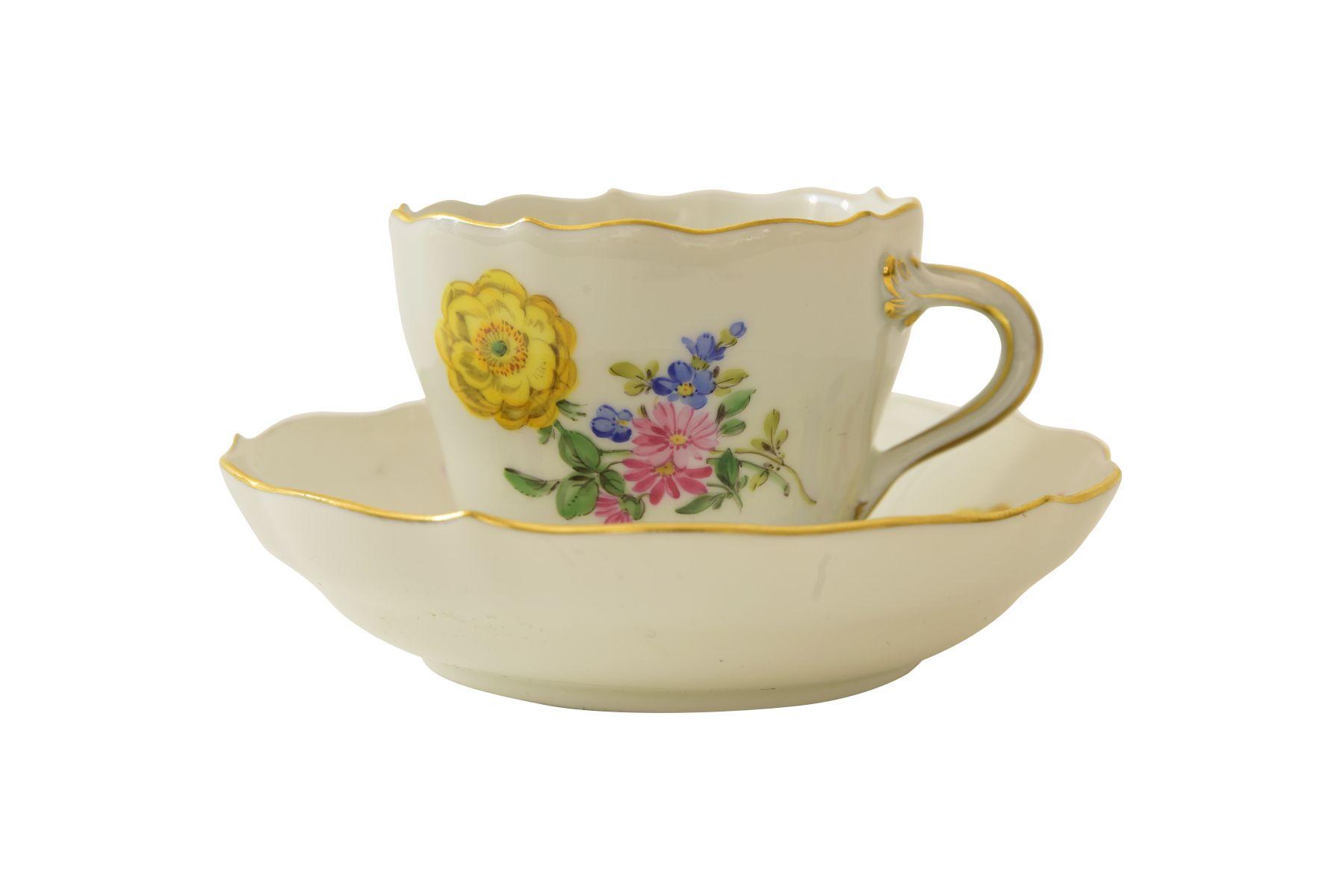 #113 Tea cup with lower bowl Meissen | Tasse mit Unterschale, Meissen Image