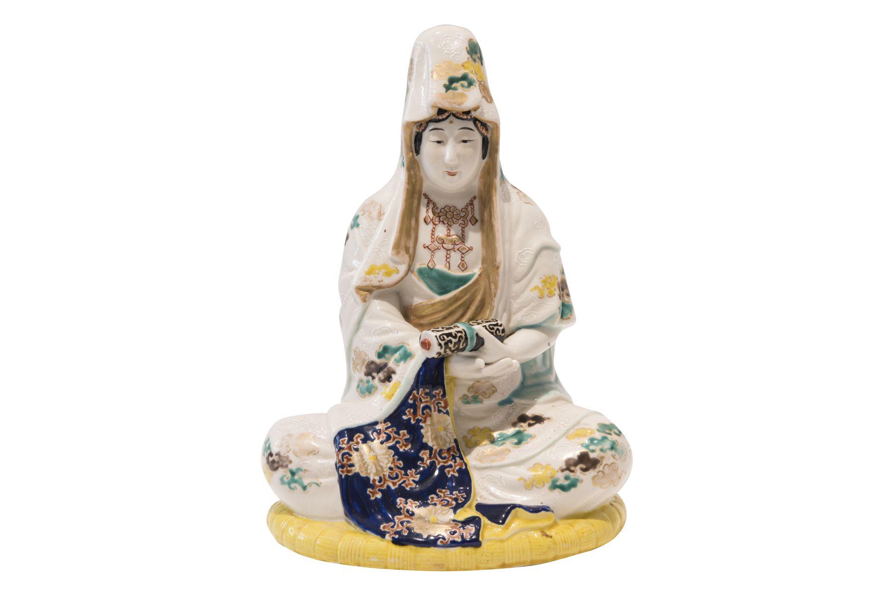 #197 Seated female porcelain figure | Sitzende weibliche Porzellanfigur Image