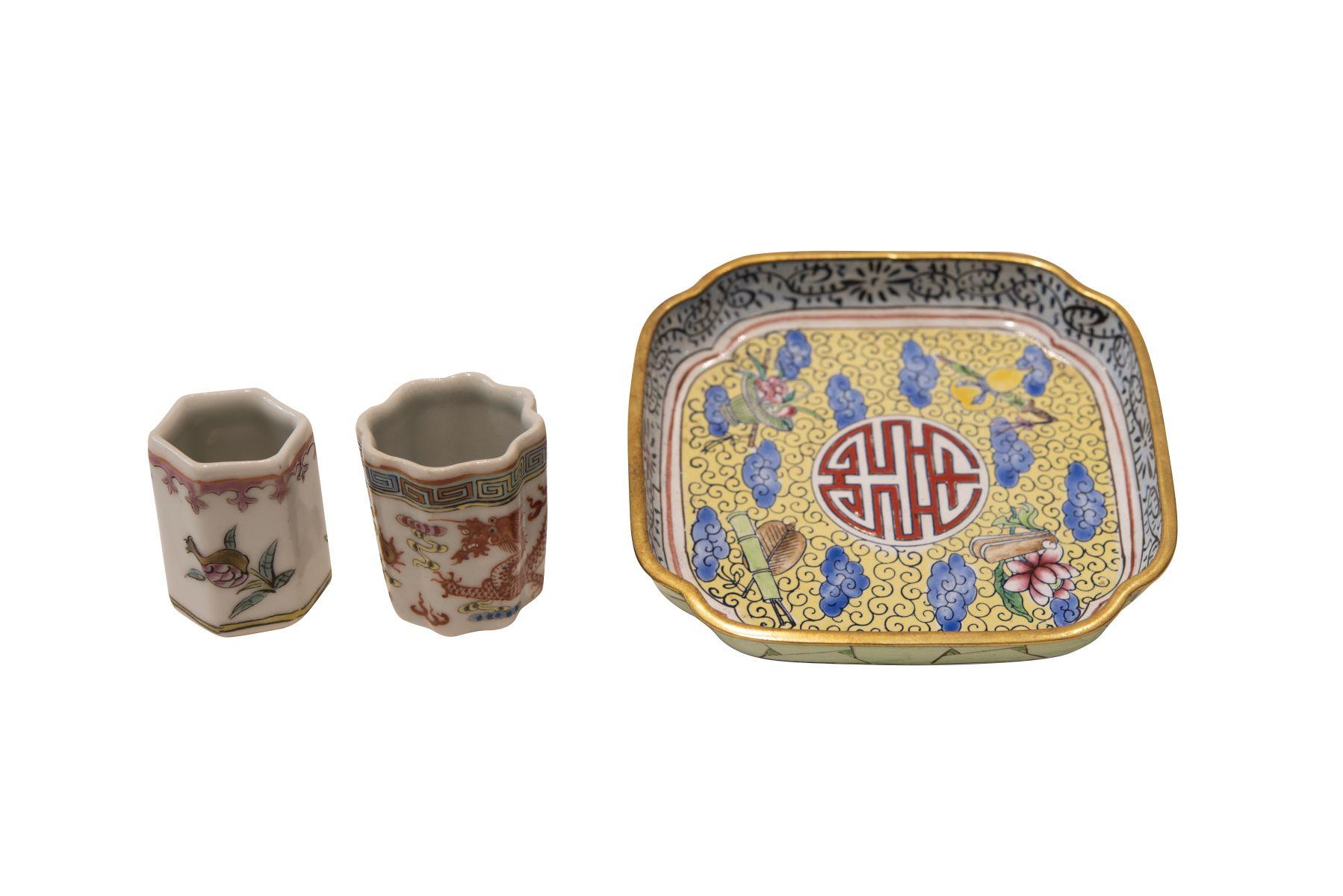 #198 1 cloisonné bowl and 2 small porcelain vessels | 1 Cloisonné Schale und 2 kleine Porzellangefäße Image
