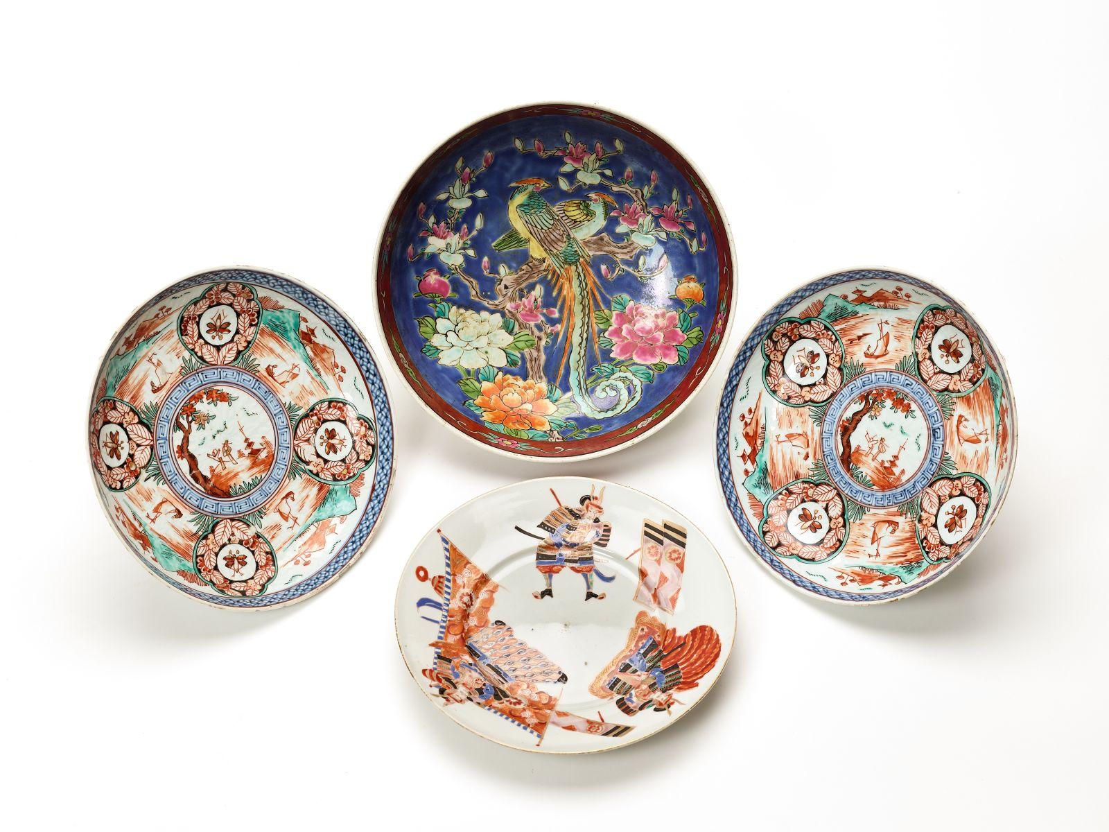 #200 Four Japanese porcelain plates and bowls   Vier japanische Porzellanteller und Schalen Image