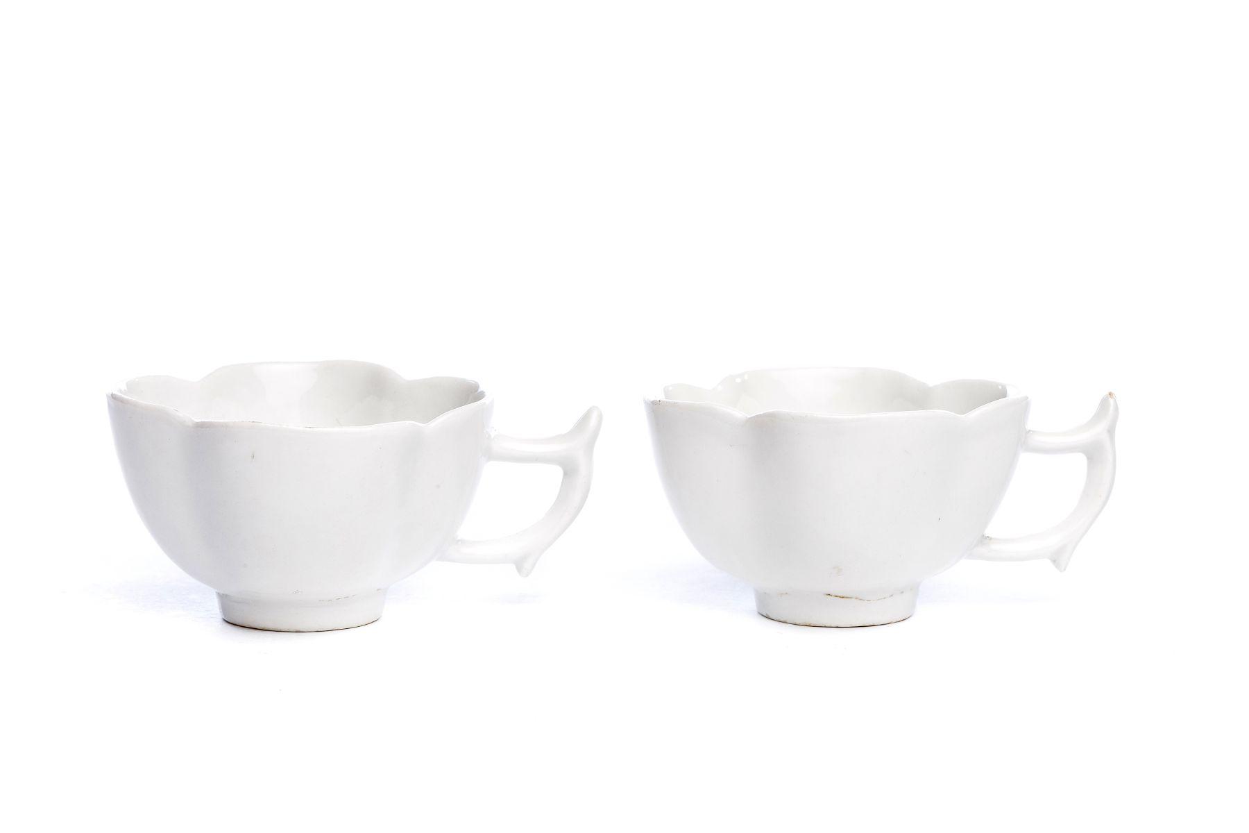 #22 Two small cups, white Böttger porcelain, Meissen 1715 | Zwei kleine Tassen, weißes Böttgerporzellan, Meissen 1715, Image