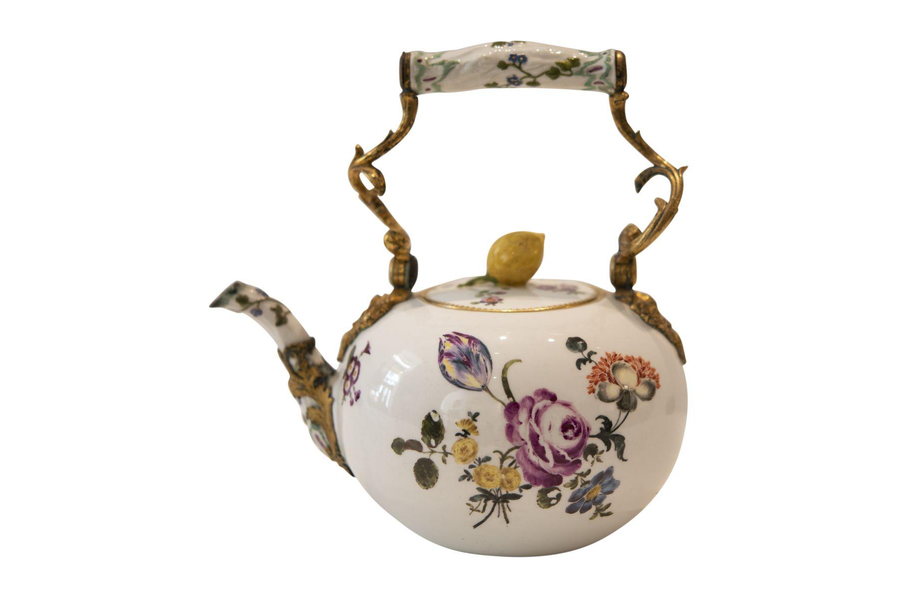 #239 Large teapot 19th century | Große Teekanne Anfang 19. Jahrhundert Image