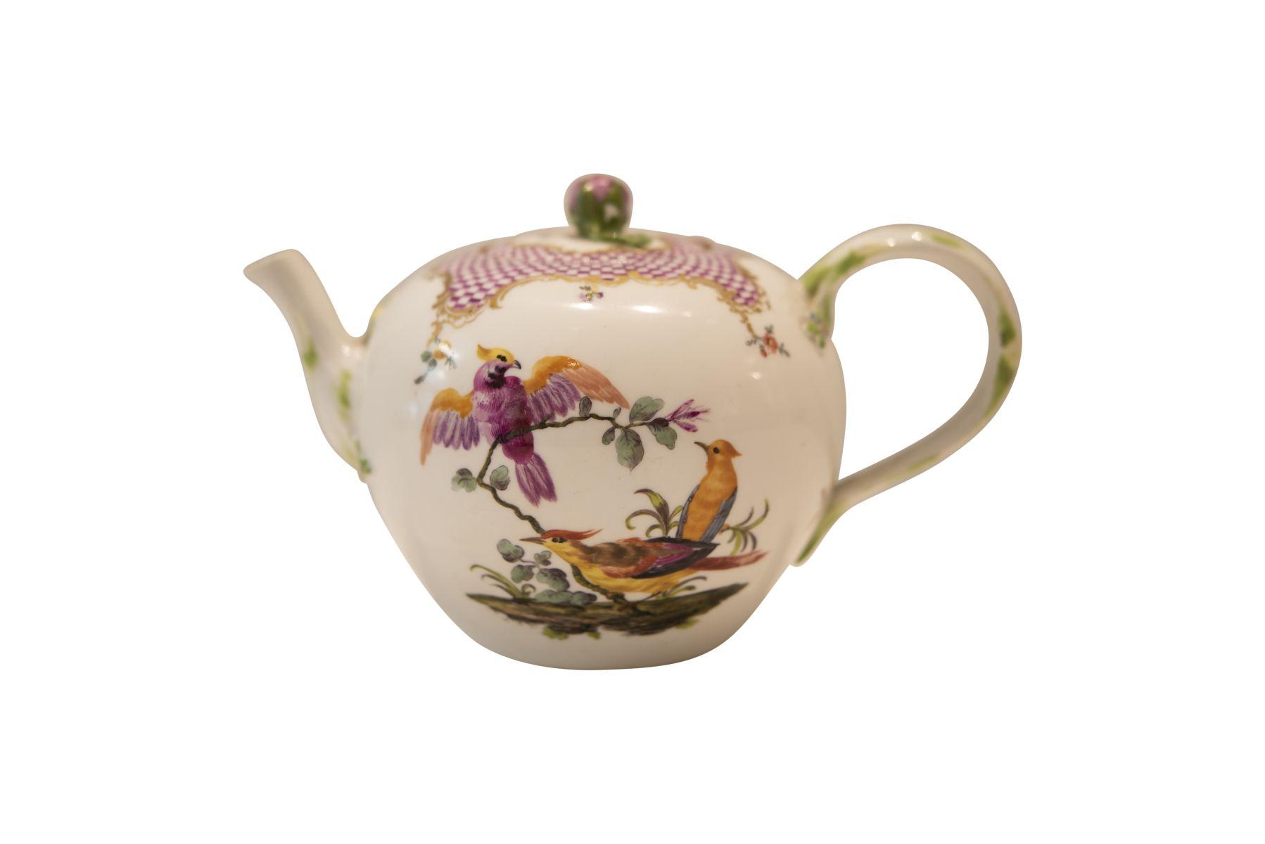 #241 Teapot Meissen around 1774 | Teekanne Meissen um 1774 Image