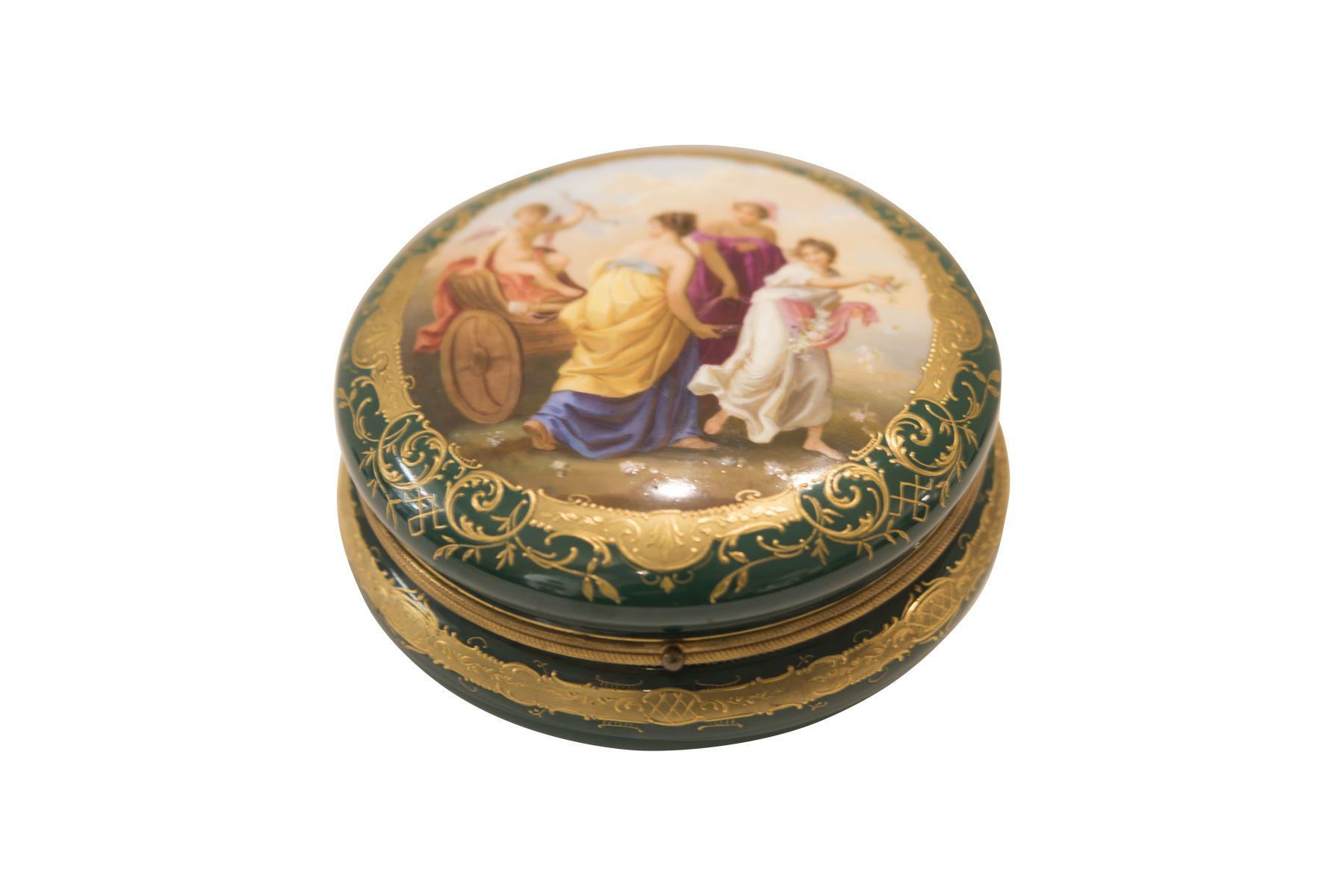 #254 Large lidded box Viennese Porcelain Manufacture | Große Deckeldose Alt Wien Image