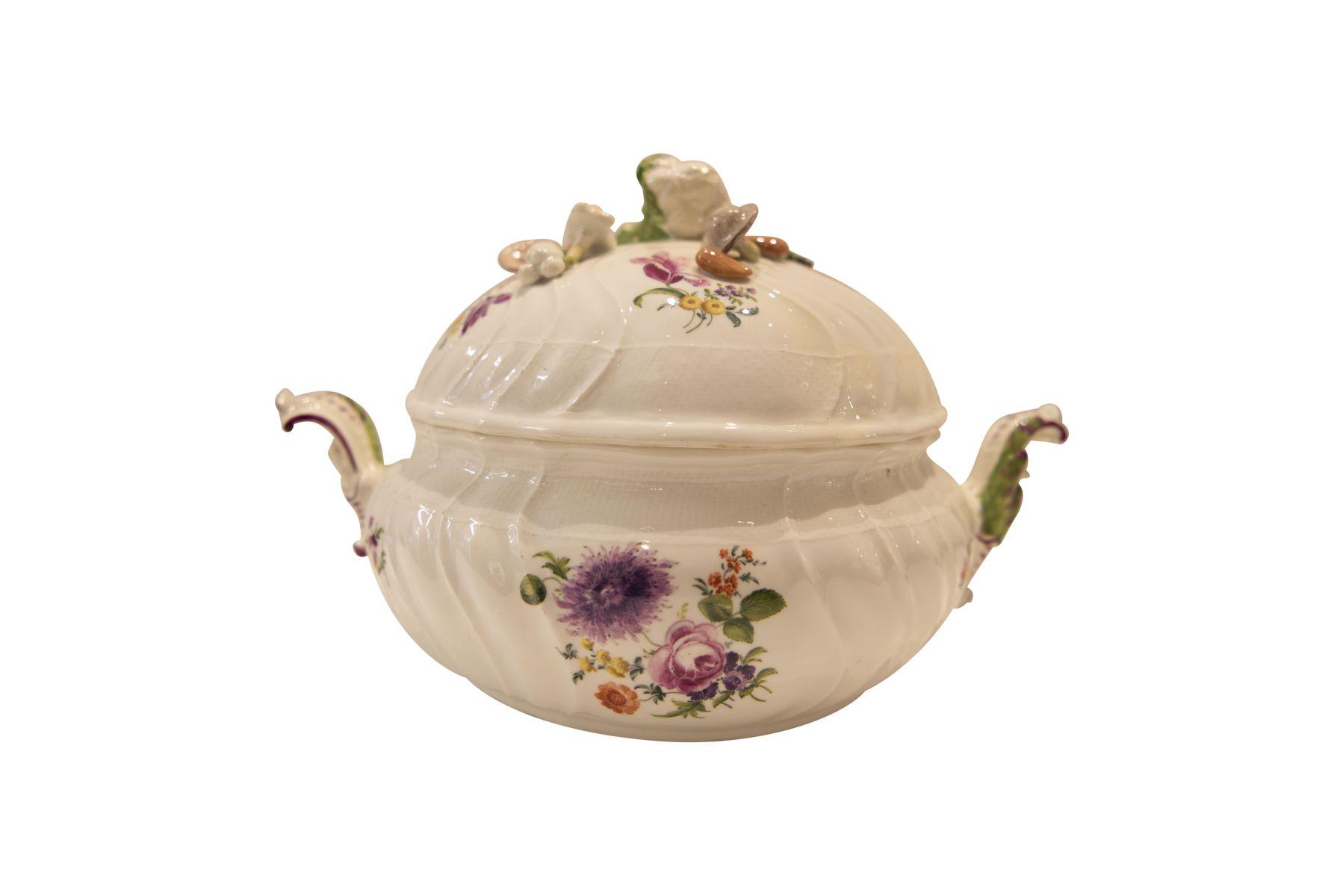 #271 Porcelain terrine Meissen 1763-1774   Prunkterrine Meissen 1763-1774 Image