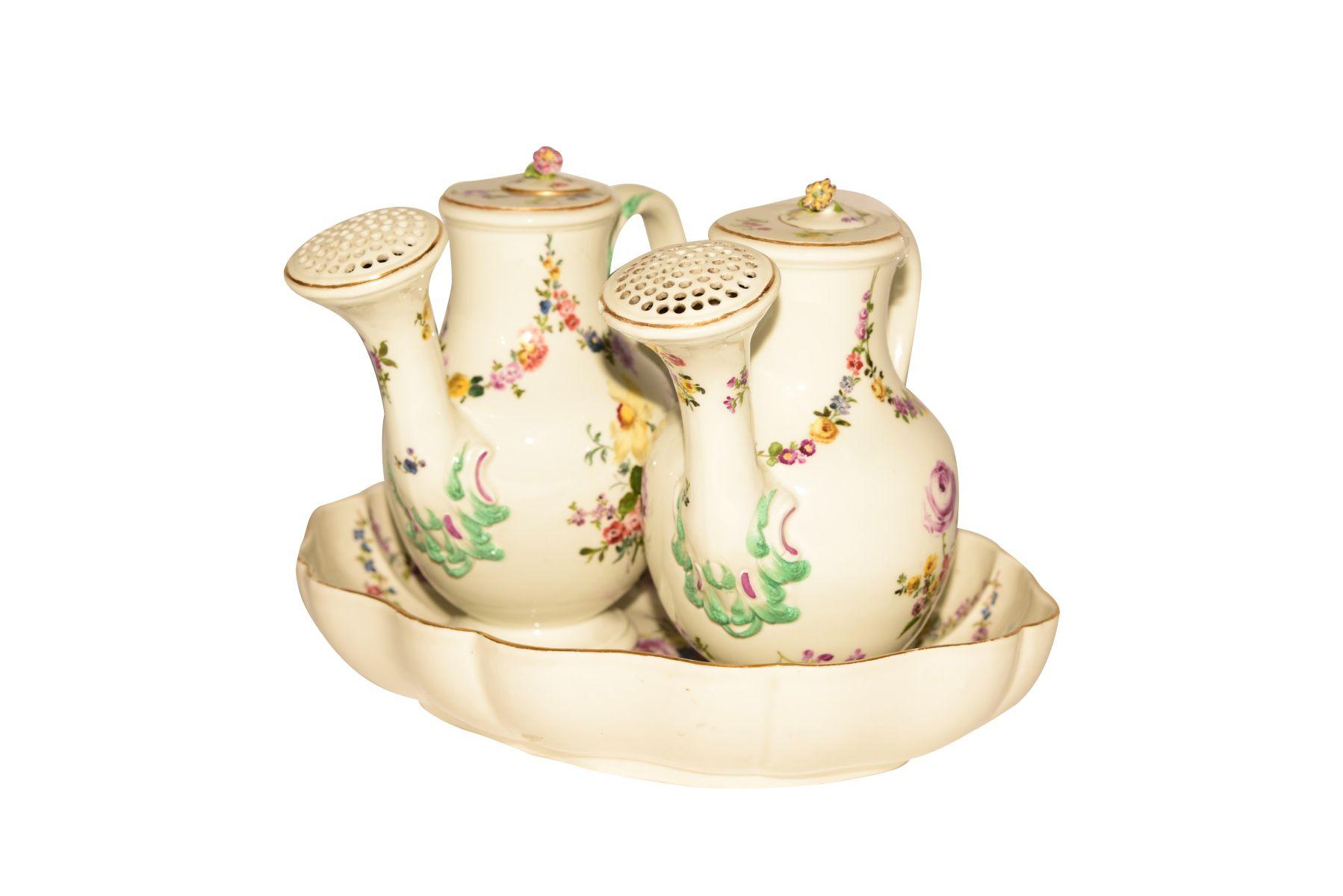 #49 Flower pots on Présentoir Meissen 1730 | Blumenkannen auf Présentoir Meissen 1730 Image