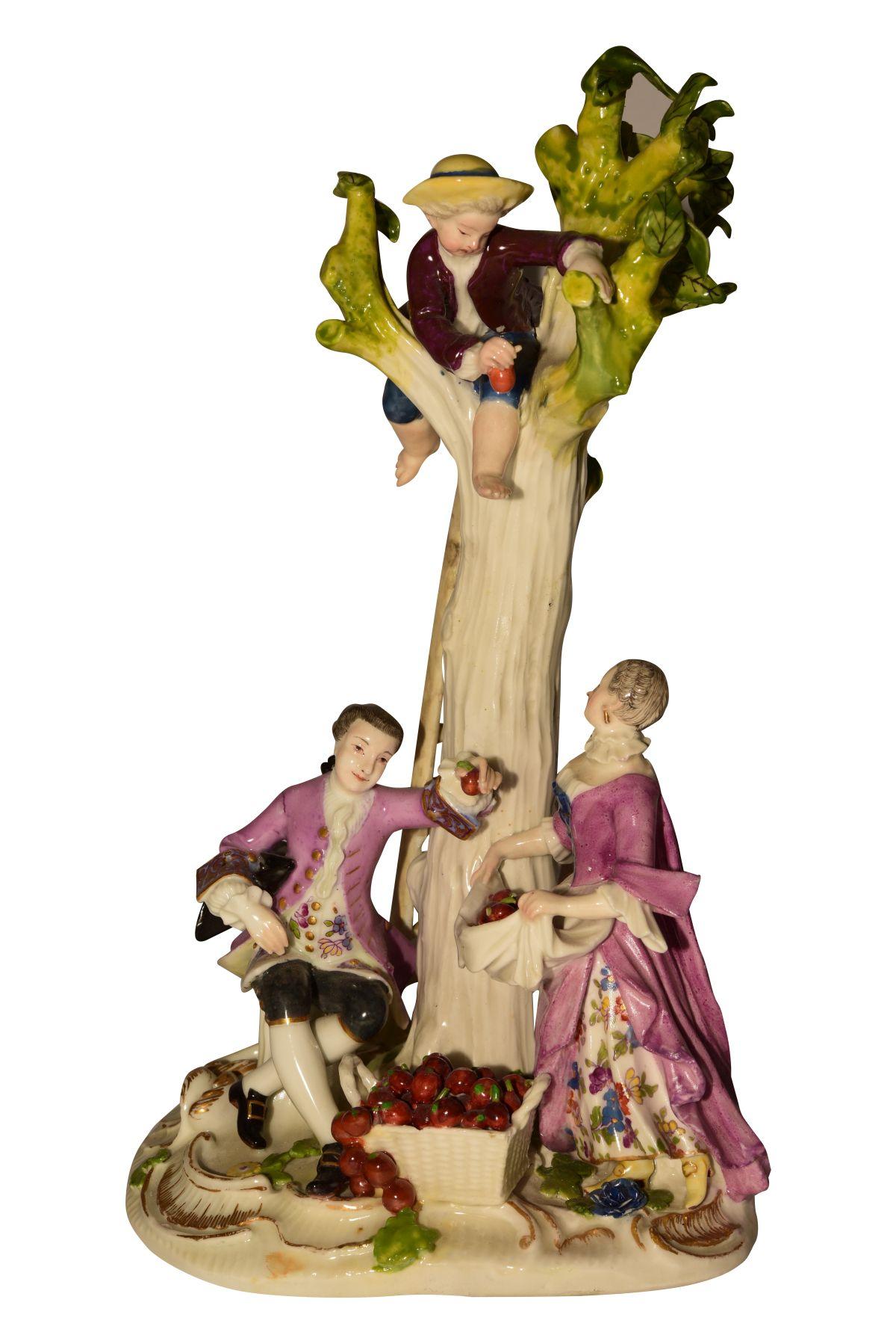 "#58 1 group of Meissen 1750 apple pickers   Figur ""Apfelpflücker"" Meissen 1750 Image"