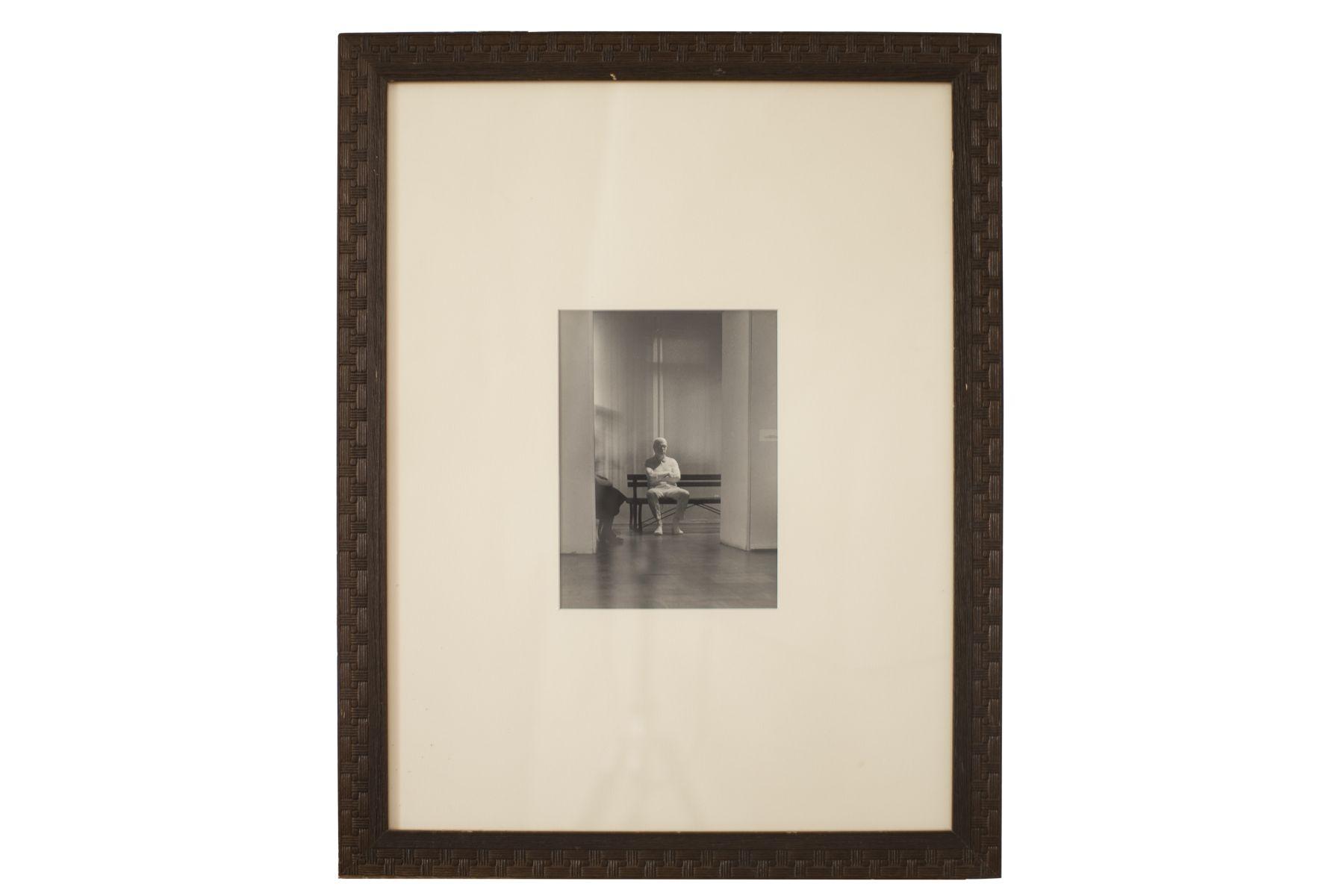 #153 Deoraz Sigl, Man in the Waiting Room, Photo, Venice, Around 1980 | Deoraz Sigl, Mann im Warteraum, Foto, Venedig, um 1980 Image