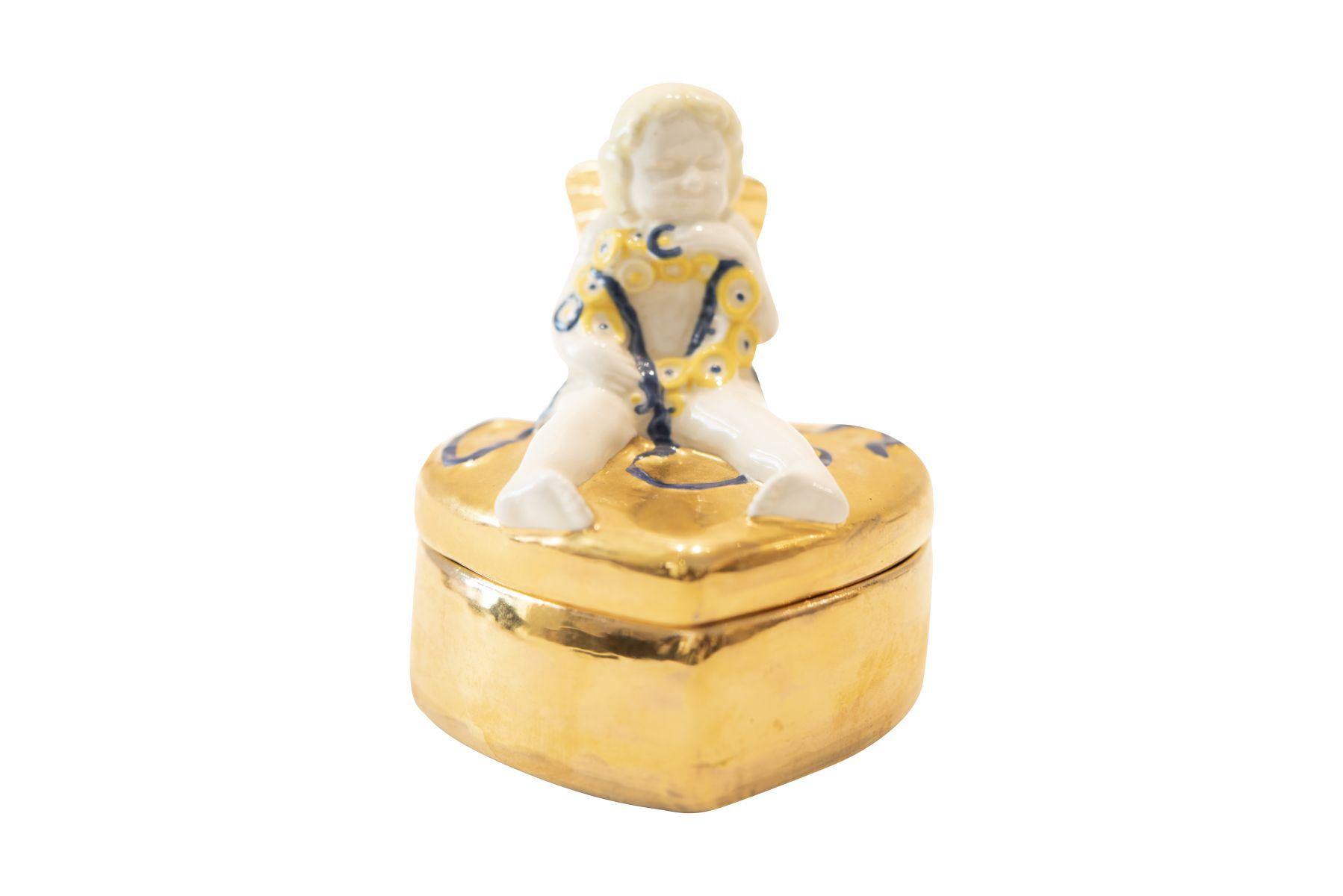 #176 Gmundner Ceramics, Heart Box with Cupid, Around 1907   Gmundner Keramik, Herzdose mit Amor, um 1907 Image