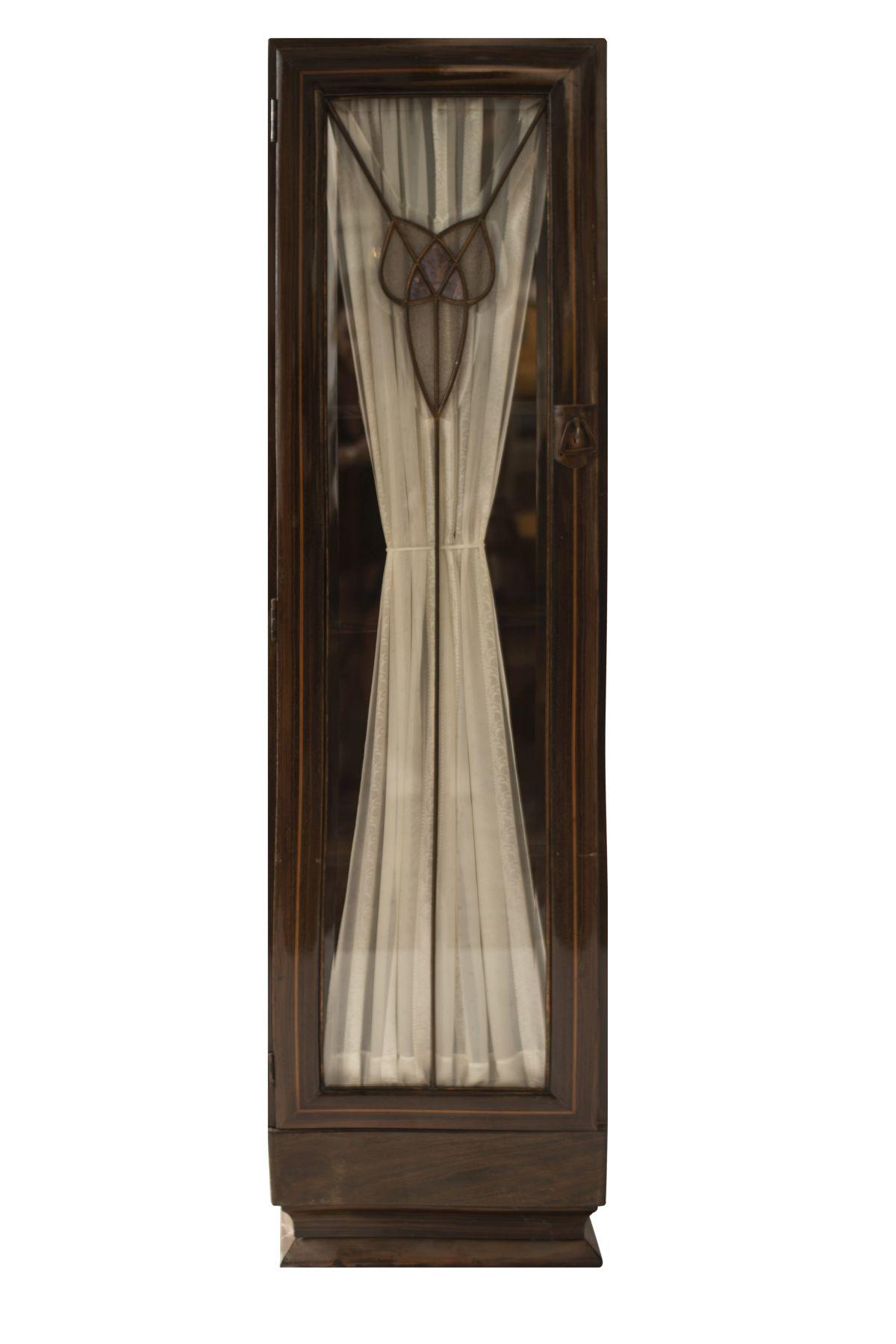 #25 2 Single-Door Showcase Cabinets   2 eintürige Vitrinenschränke Image