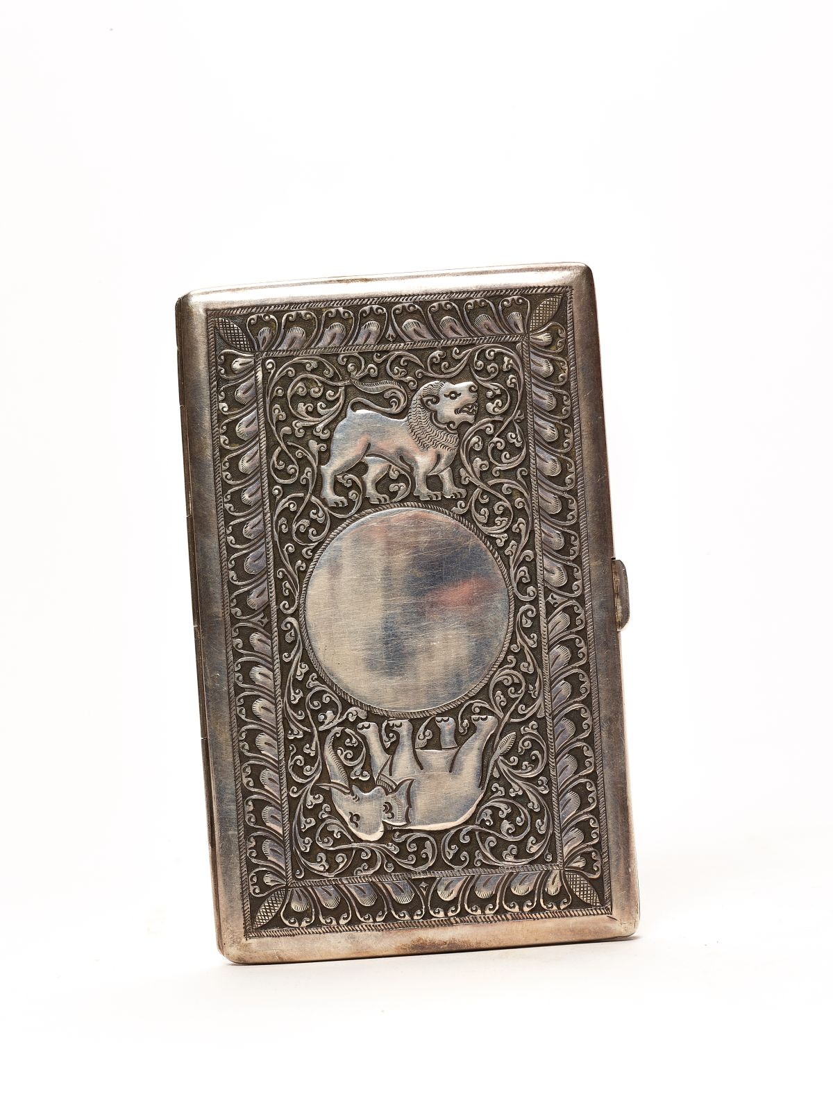 #78 Thai Embossed and Engraved Silver Cigarette Box | Thailändisch geprägte und gravierte silberne Zigarettenschachtel Image