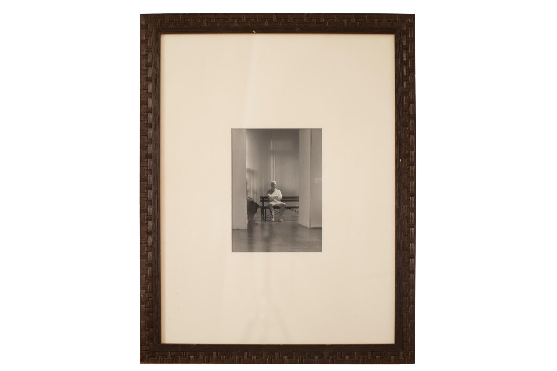 #112 Deoraz Sigl, Man in the Waiting Room, Photo, Venice, Around 1980 | Deoraz Sigl, Mann im Warteraum, Foto, Venedig, um 1980 Image